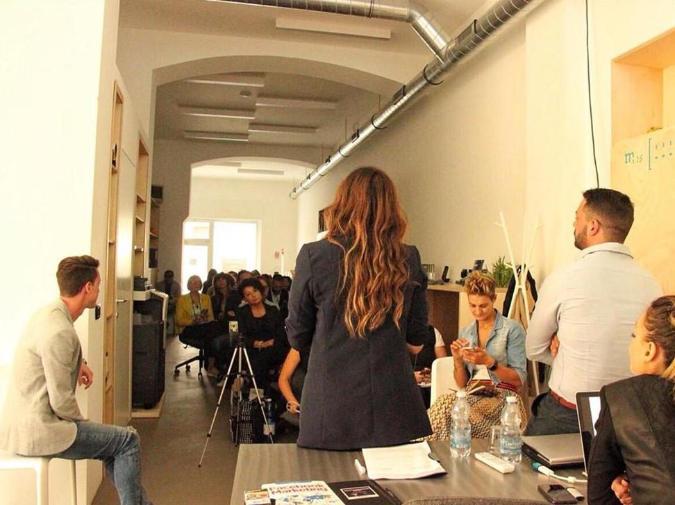 Foto da uno dei workshop organizzati dall'associazione di commercianti #IDisagiati